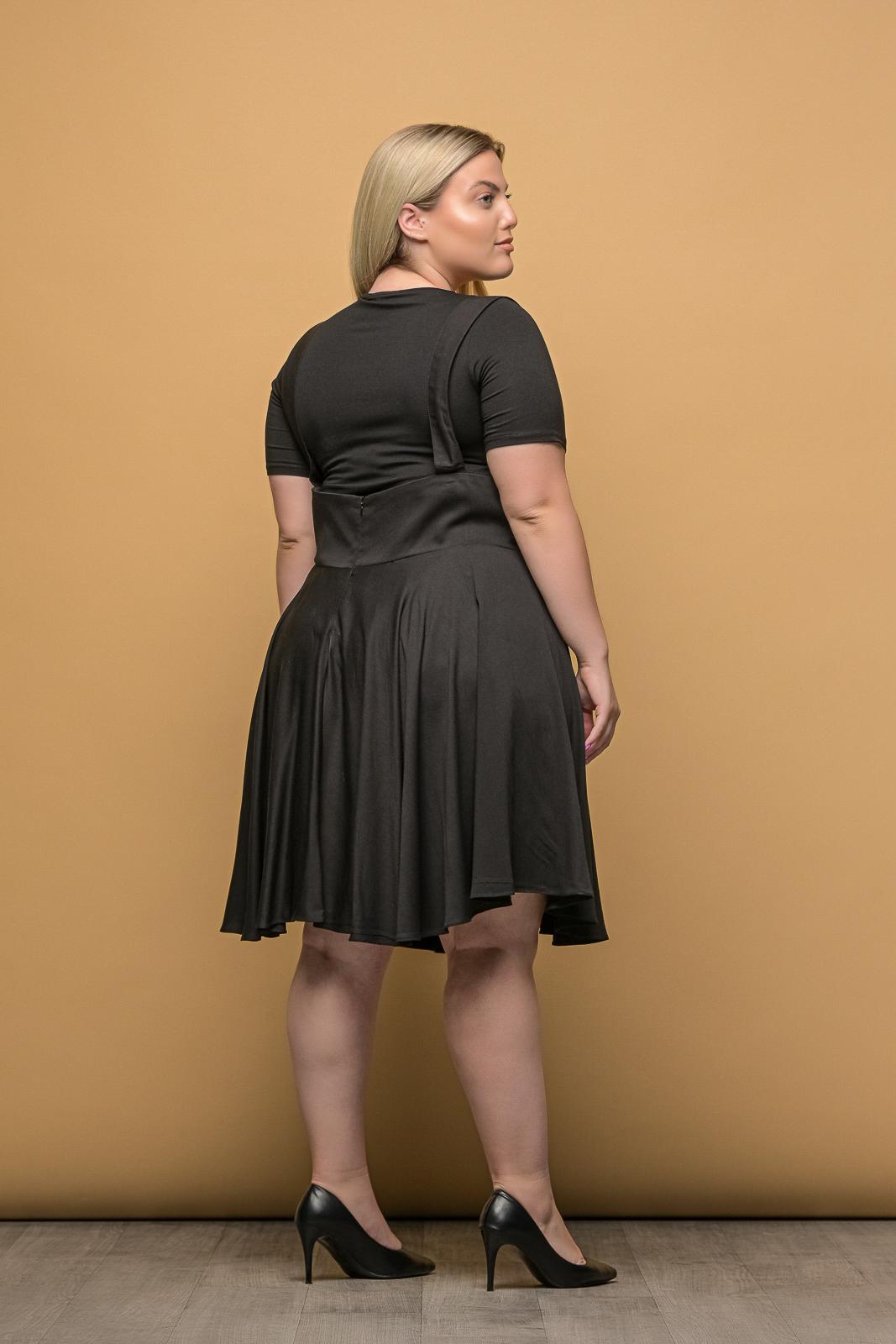 Φούστα μεγάλα μεγέθη μαύρη με μπάσκα,τιράντες και φερμουάρ.Στο eshop μας θα βρείτε οικονομικά γυναίκεια ρούχα σε μεγάλα μεγέθη και υπερμεγέθη.