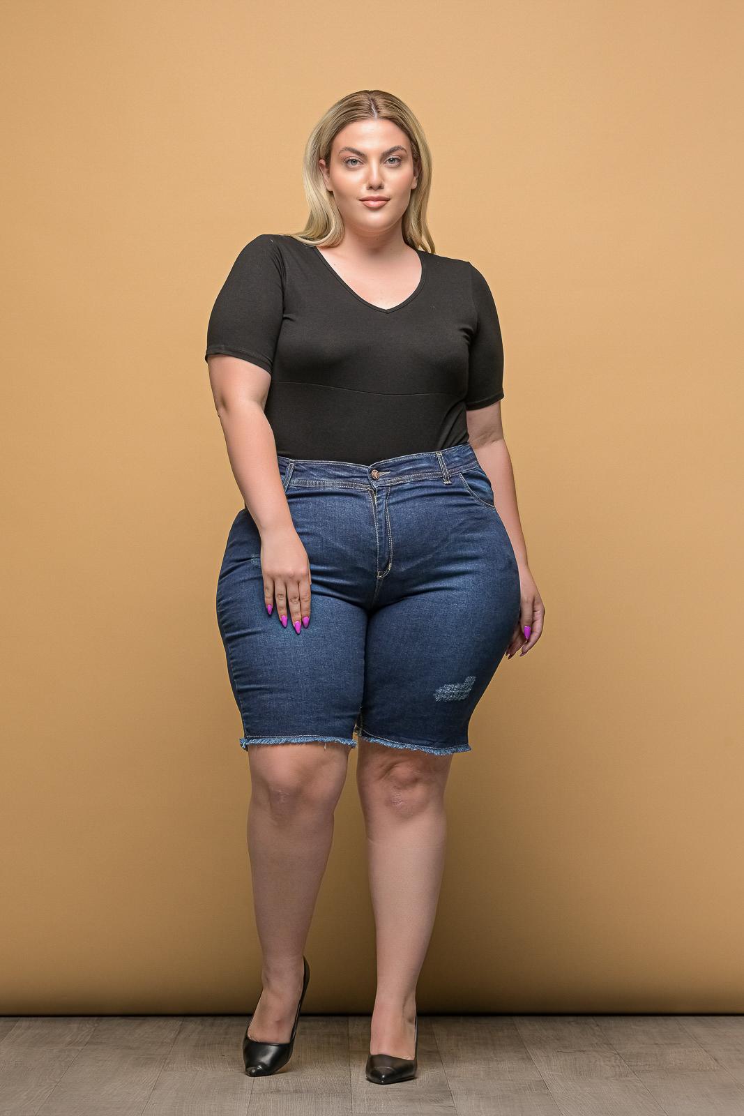 Τζιν σορτς μεγάλα μεγέθη +Psx με γδαρσίματα και ξέφτια στο τελείωμα .Στο eshop μας θα βρείτε οικονομικά γυναίκεια ρούχα σε μεγάλα μεγέθη και υπερμεγέθη.
