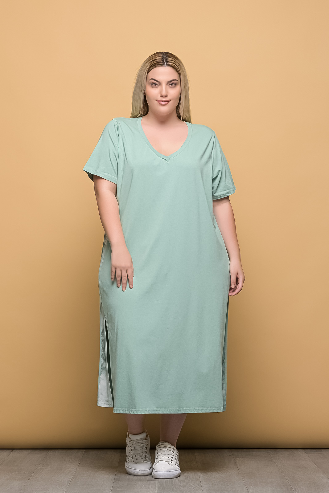 Φόρεμα midi μεγάλα μεγέθη μεντα με V και λωρίδα στο πλάι
