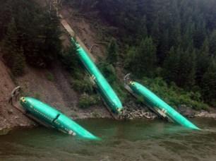 accident de train transportant des fuselages d'avion boeing
