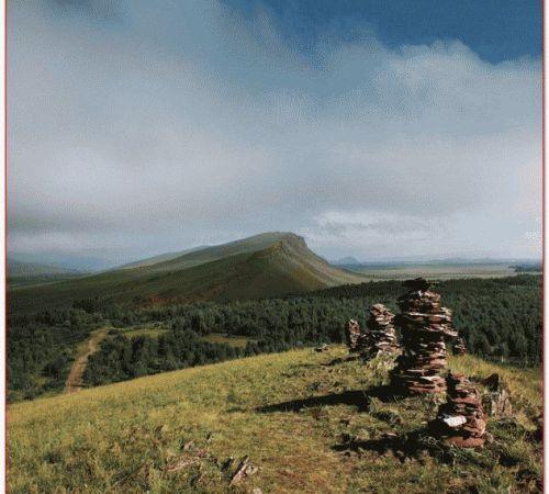 Вид с горы 5й сундук на озеро Фыркал и долину реки Белый Июс.