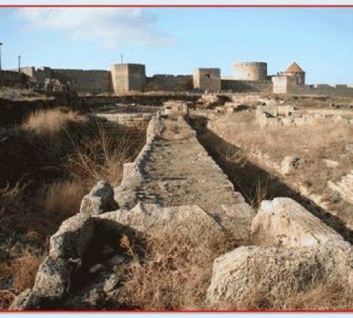 Рогаты существа или черти обитали в старой разрушенной крепости