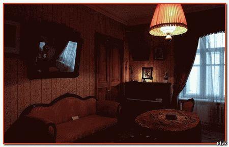 Нехорошая квартира Булгакова привлекает не только фанатов Булгакова но и мистиков, так как квартира имеет нехорошую славу.