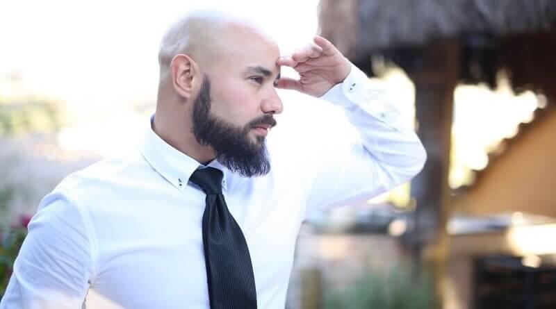 plešatý muž