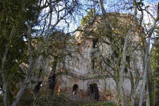 Zřícenina kostela sv. Jana Křtitele