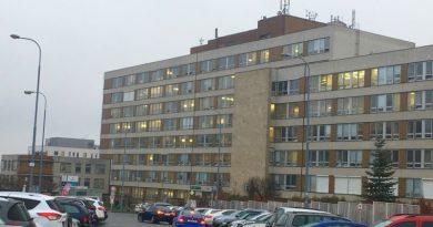 Fakultní nemocnice Plzeň zakazuje návštěvy na vybraných pracovištích