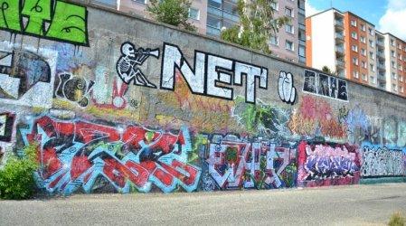 graffiti plaská