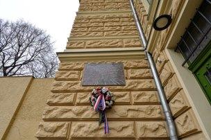 Pamětní deska na Sokolovně ve Štruncových sadech