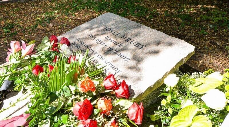 čestný hrob