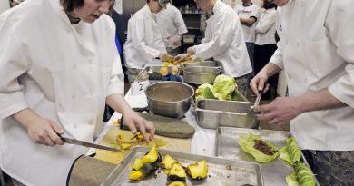 Školní jídelny vPlzni stále vaří, nabízejí obědy také pro veřejnost