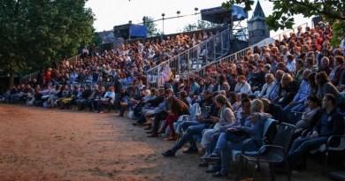Divadelní léto zahajuje předprodej vstupenek na Romea a Julii i na Cyrana