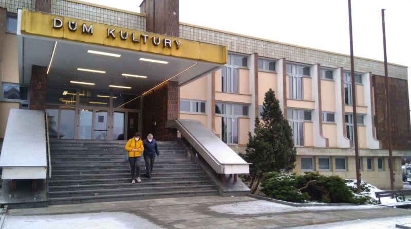 Klatovská nemocnice očkuje nově v kulturním domě Družba