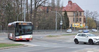 Rekonstrukce vytížené křižovatky na Karlovarské omezí dopravu