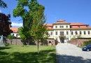 Do Svojšína na zámek a za naučnou stezkou okořeněnou nádhernou vyhlídkou