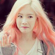 snsd taeyeon's pink hair -pop