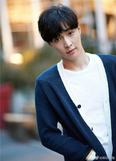 Lay news and update 170502 | Lay (Zhang Yixing) Fans Amino