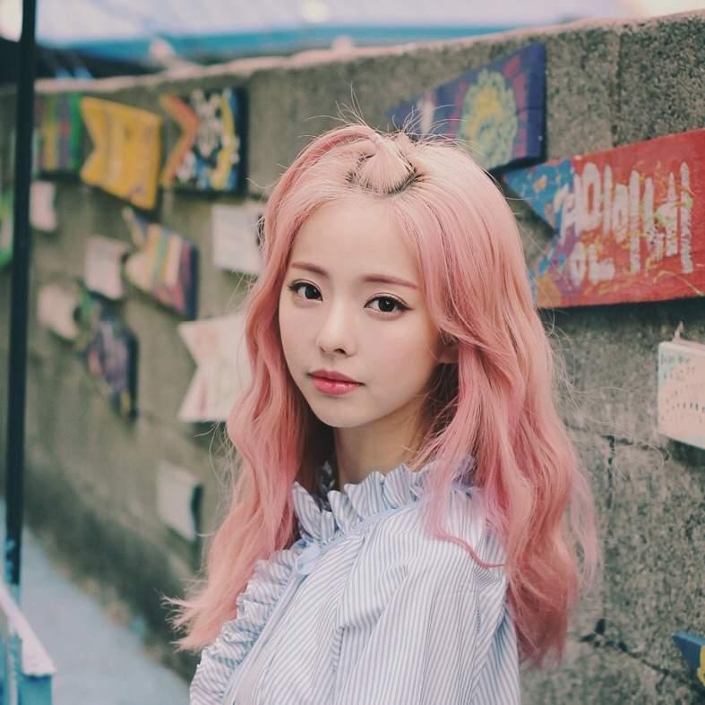 〈 SOTD : ViVi(of LOONA) - EVERYDAY I LOVE YOU ft. HaSeul 〉   K-Pop Amino