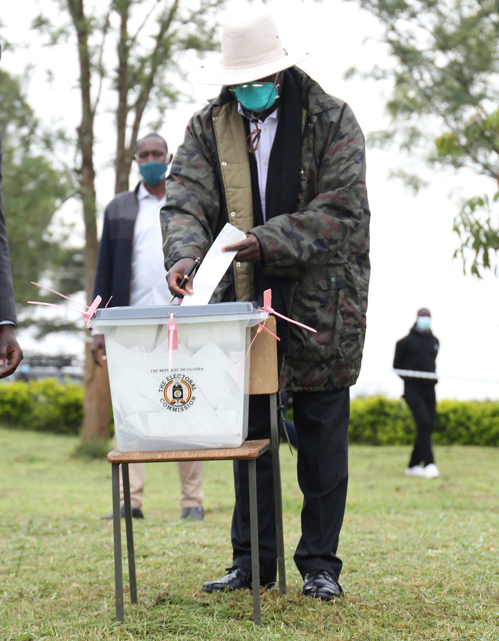 President Yoweri Museveni casts his ballot at Karo secondary school polling station in Rushere District