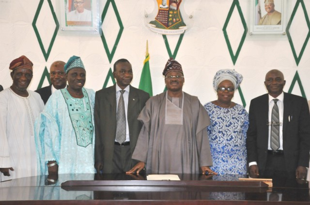Governor Abiola Ajimobi (middle) with the new members, from right, Alhaji Bello Onaolapo Oladeji, Dr Lasisi Adedosu Balogun, chairman of the committee Retired Justice Okanola Akintunde Boade, Chief (Mrs) Ayotunde Atinuke Adeyemi and Surveyor Adetunji Adeleke