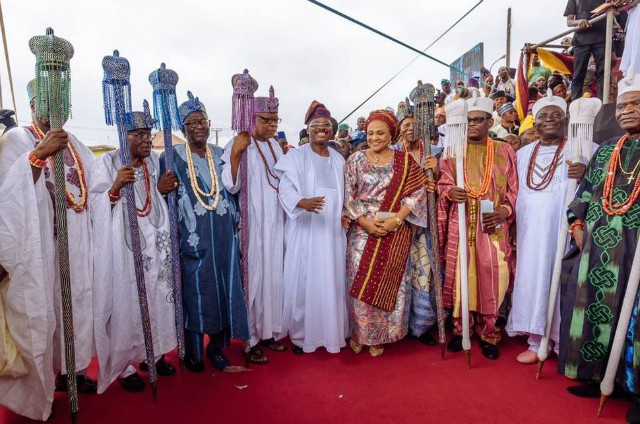 Members of the Olubadan-in-Council, who were newly promoted as obas, with the Governor of Oyo State, Senator Abiola Ajimobi (6th left); and his wife, Florence, during the presentation of their certificates and staff of office by the governor, at Mapo Hall, Ibadan... on Sunday