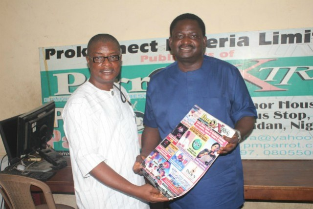 Olayinka Agboola, the Publisher of PMParrot.com and Parrot Xtra Magazine presenting a copy of the latest edition of the glossy magazine to the visiting presidential spokesman, Chief Femi Adesina in Ibadan…The media house just clocked 14 years…