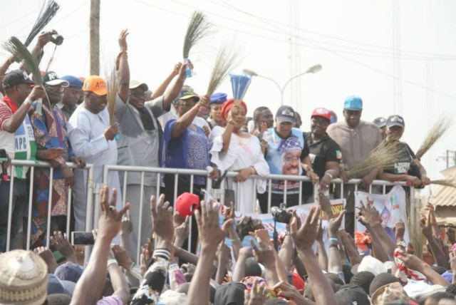 Oyo State Governor, Senator Abiola Ajimobi (in orange cap), with All Progressives Congress leaders and supporters during the party's campaign for the forthcoming election, at the Plank Market, Bodija, Ibadan... on Monday