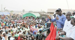 Engineer Seyi Makinde addressing the people of Ikoyi...at the rally...