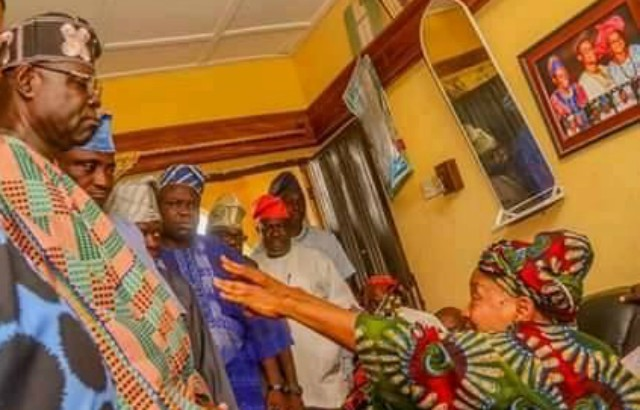 The Speaker of the Oyo State House of Assembly, Hon Olagunju Ojo, left, with others during the visit to the family of slain Rep Member, Hon Temitope Olatoye Sugar…