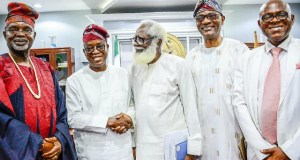 Governor of Osun State, Adegboyega Oyetola (2nd left), Former Nigeria ambassador to the Philippines/Chairman Foundation for Ibadan Television Anniversary Celebration (FITAC), (Dr) Yemi Farounbi (2nd right), Agbaakin Olubadan of Ibadan, Chief Lekan Alabi (left) and Hon. Justice Kunle Ajeigbe (right), during the visit…