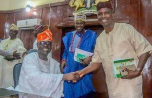 The outgoing Speaker, Hon. Olagunju Ojo in a handshake with the Chairman, Parliamentary Council, Hon. Olusegun Ajanaku. With them is Minority Leader of the House, Hon. Akeem Ige…after the Valedictory Sitting…