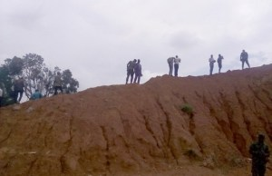 …mediamen inspecting the Stop-Butt at 2 Division, Nigerian Army, Odogbo Cantonment in Ibadan…