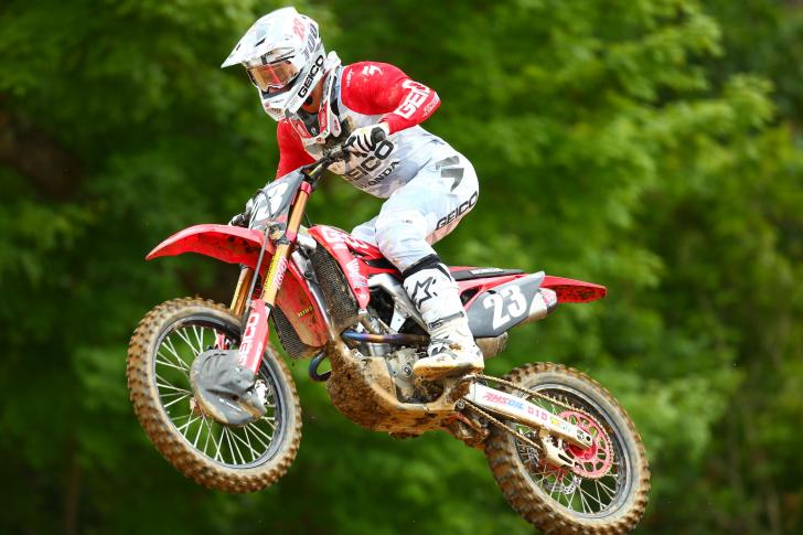 Sexton challenged for the moto two win and completed the overall podium (4-2).