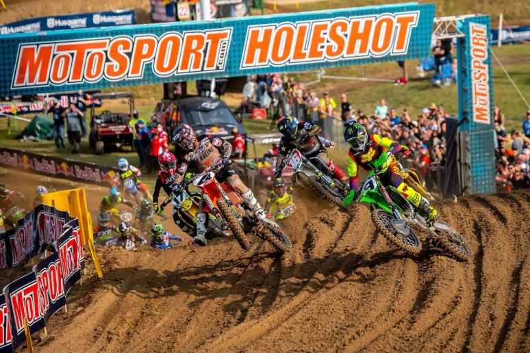 The best riders in the world battle it out for the 450 Class holeshot.
