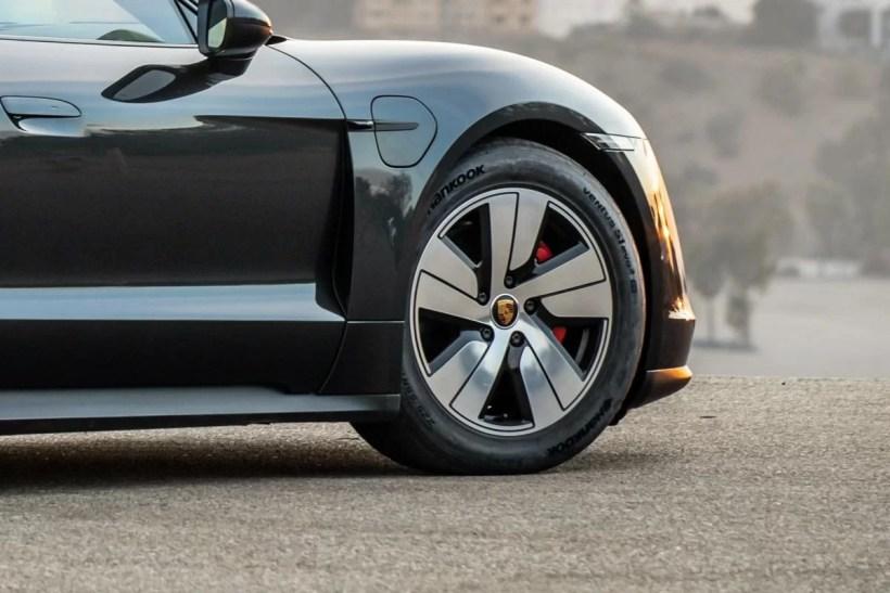 20200630_Hankook_supplies_special_e-tyres_for_Porsche_Taycan