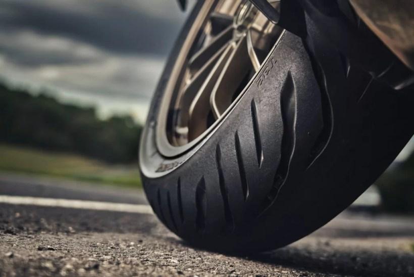 Bridgestone_Battlax_Sport_Touring_T32- (1)
