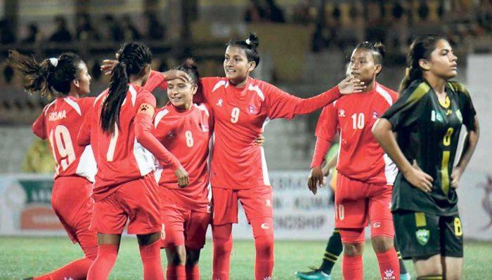 महिला फुटबल टोली स्वदेश फिर्ता
