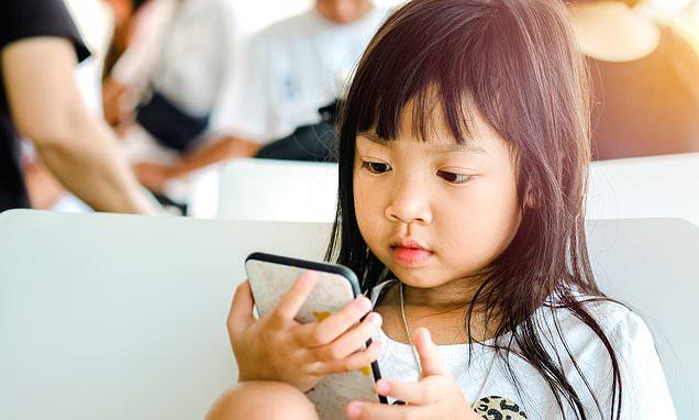 ११ बर्षिय छोरीलाई पुरानो मोबाइल खेल्न दिंदा खातामा रहेको १६ लाख गायब