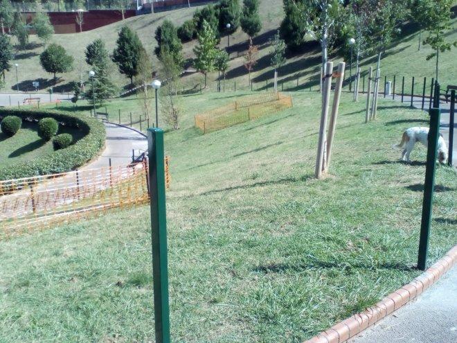 Poniendo las vallas en los jardines