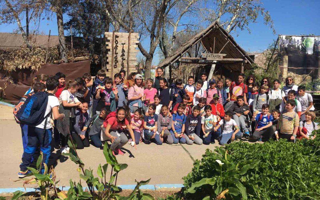 Aplaudida visita de los alumnos del  CEIP Miguel de Cervantes de Gibraleón al Poblado Tartésico.