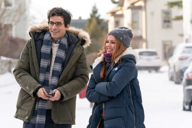 L-R): Santiago Cabrera as Hugh and Isla Fisher as Mackenzie Walsh in GODMOTHERED, exclusively on Disney+. Photo by K.C. Bailey. © 2020 Disney Enterprises, Inc. All Rights Reserved.