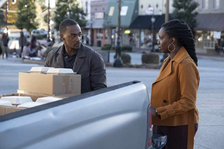 (L-R): Falcon/Sam Wilson (Anthony Mackie) and Sarah Wilson (Adepero Oduye) in Marvel Studios' THE FALCON AND THE WINTER SOLDIER exclusively on Disney+. Photo by Chuck Zlotnick. ©Marvel Studios 2021. All Rights Reserved.