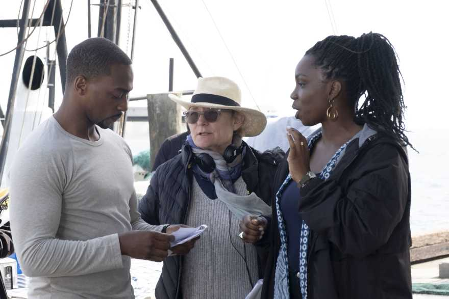 (L-R) Sam Wilson/The Falcon (Anthony Mackie), Director Kari Skogland, and Sarah Wilson (Adepero Oduye) on the set of Marvel Studios' THE FALCON AND THE WINTER SOLDIER exclusively on Disney+. Photo by Chuck Zlotnick. Credit: Marvel Studios 2021. All Rights Reserved.