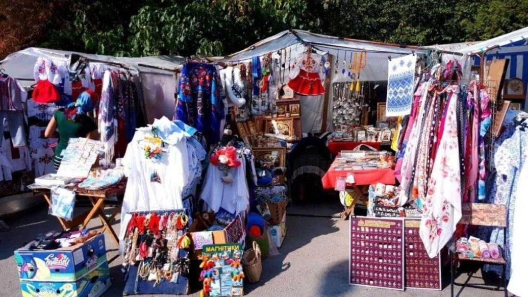 сувенирный рынок в Почаеве