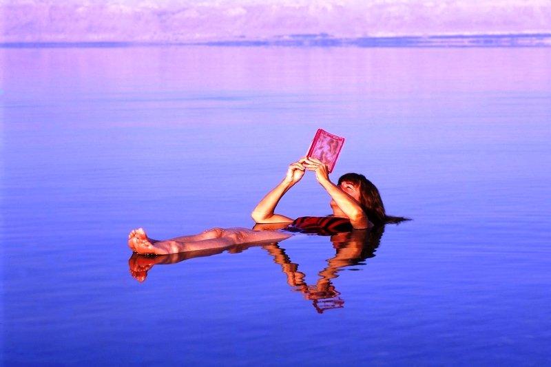 Di Laut Asin Anda tidak bisa tenggelam!