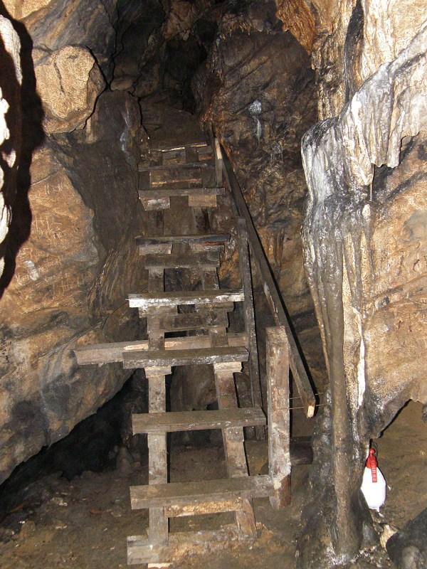 пещера, Лепеница, Буреш, Велинград, Ракитово, минерална вода, сталактити, сталакмити, туризъм, нощувки