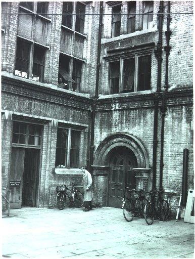 L'entrée du bâtiment du Cambridge Mathematical Laboratory