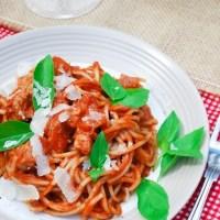 Spaghetti arrabbiata z kurczakiem z jednego garnka