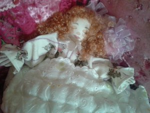Кукла - перевертыш спящая.