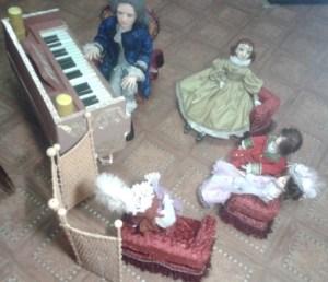 Кукольная мебель для салона.