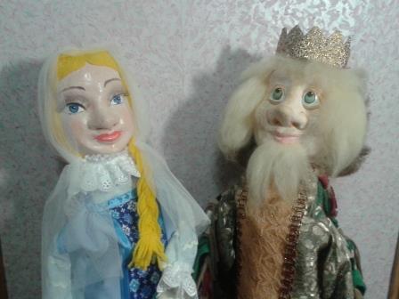 Театральные куклы двуликие.
